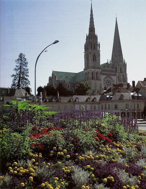 Chartres ville fleurie eure et loir concours villes et for Piscine chartres