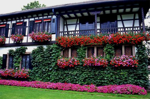 Maisons fleuries concours fleurissement maisons balcons et for Images de maisons