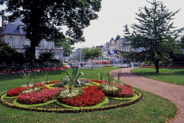 Reims Ville Touristique Et Fleurie De La Marne En Region