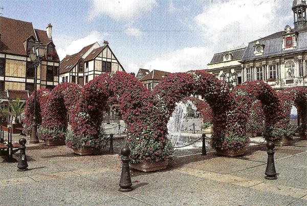 Troyes Ville Touristique Et Fleurie De L Aube En Region
